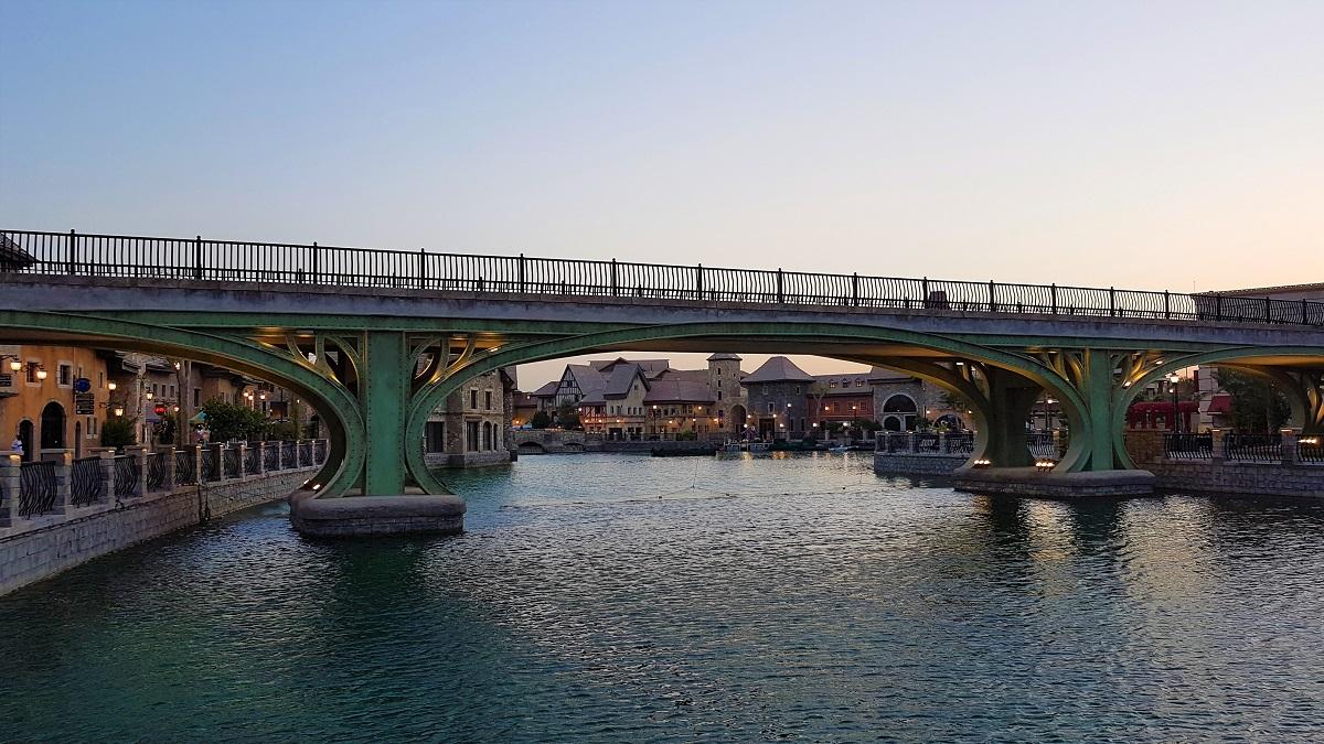 Pascal Tepper - French Village Riverland Dubai Parks & Resorts 02