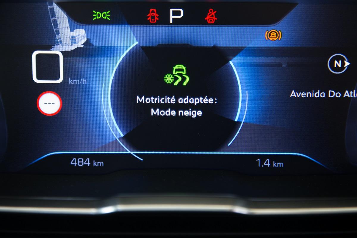 Peugeot 5008 SUV - Interior (03)